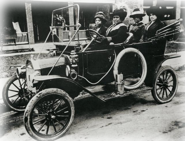 MadameCJWalkerdrivingautomoblie